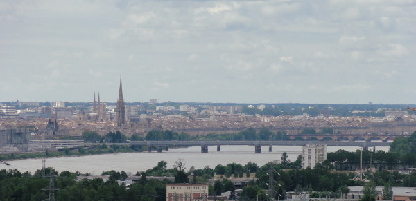Bordeaux en version panoramique depuis l'église St Simeon à Bouliac