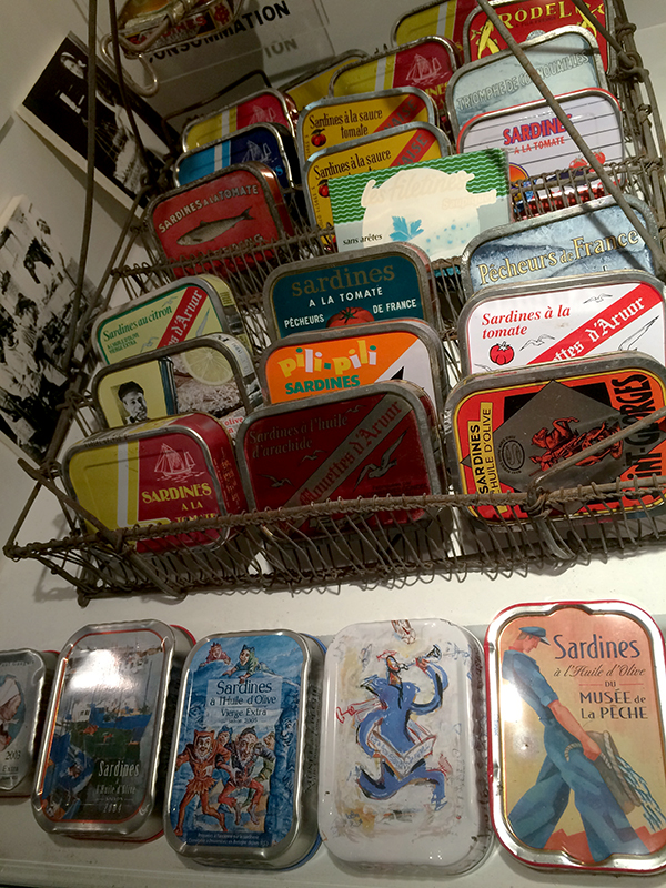 Collection de boîtes de sardines made in Concarneau ©Magali Renard / Le Bar à Voyages