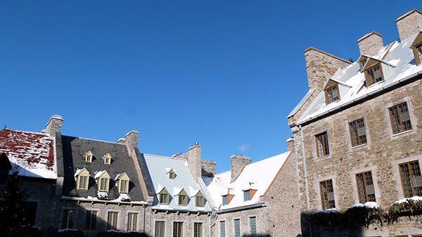 Les toits du Vieux Québec sous le soleil hivernal ©Franck/Le Bar à Voyages