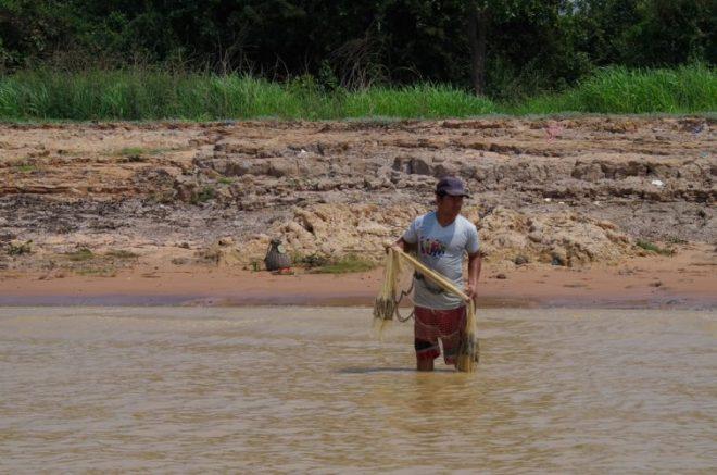 pêcheur lac Tonlé Sap Cambodge