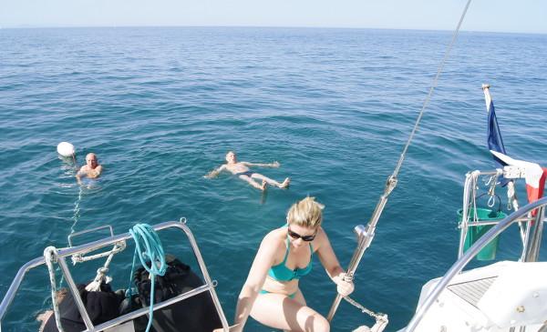 Balade en voilier et baignade rafraichissante - blog Bar a Voyages