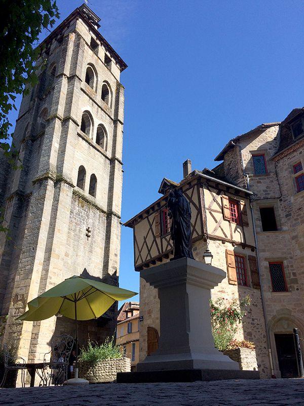 Vue sur le clocher de l'Abbaye Saint-Pierre de Beaulieu-sur-Dordogne
