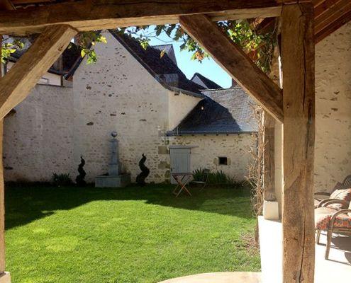 Petite cour intérieure au Relais de la Mothe à Yzeures sur Creuse