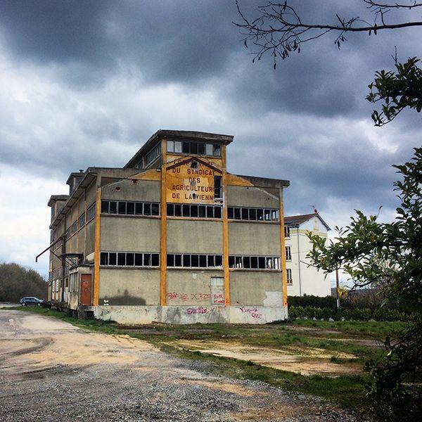 On rencontre aussi des vestiges de patrimoine industriel à La Roche-Posay