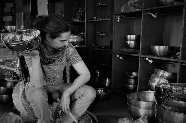 Guillaume Gonin et les bols chantants tibétains