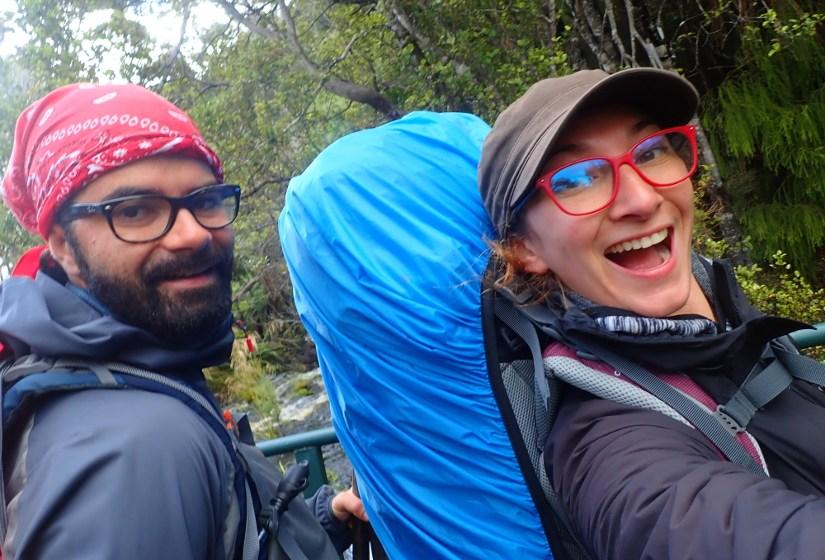Yoann et Mélanie, randonneurs baroudeurs sur la Rakiura Track en Nouvelle-Zélande