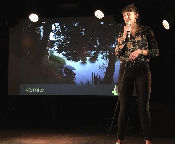 Anaïs, speaker présente son voyage lors de Traveler On Stage