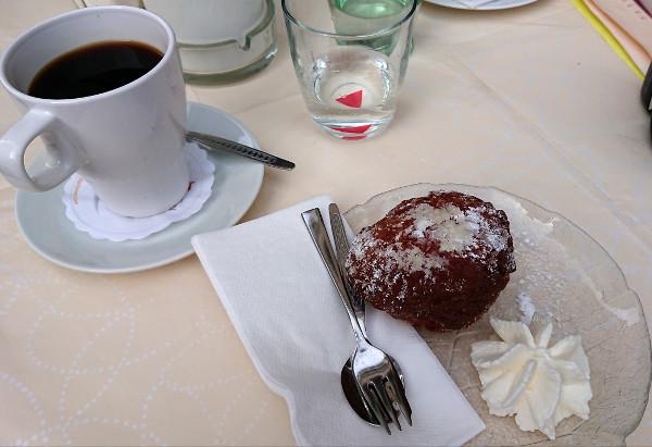 Gâteau et café, pause traditionnelle en Allemagne