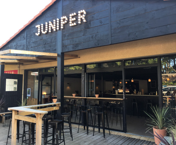 façade du bar à cocktails et spiritueux Juniper à Capbreton