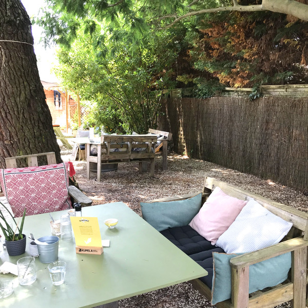 terrasse du Chill'in Tartes & Co., l'une des meilleures adresses gourmandes à Hossegor