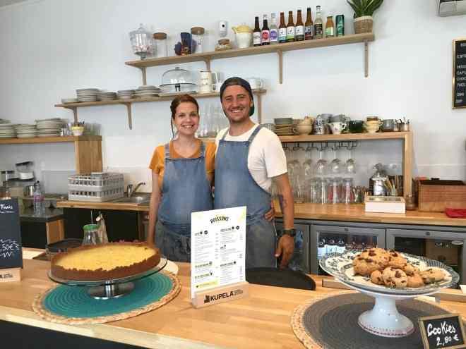Lucie et Kevin dans leur restaurant Chill'in Tartes & Co.