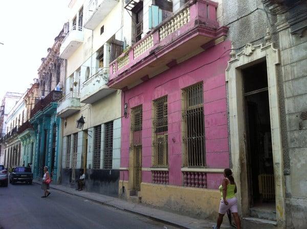 façades colorées observées pendant mon séjour de 4 jours à La Havane