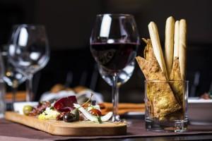Il vino rosso non è consigliabile per un aperitivo perfetto