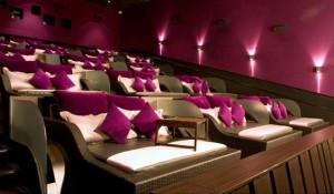 A Napoli il primo cinema con letti, bistrot e lounge bar