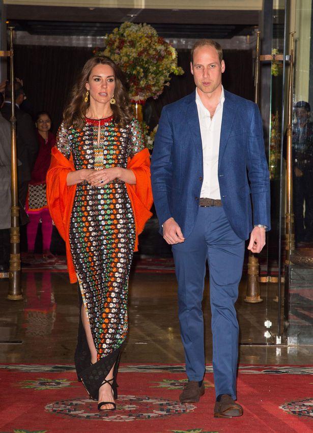 الأمير وليام وكيت ميدلتون مغادرة الفندق لتناول العشاء مع الملك التنين والملكة