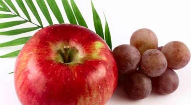 نتيجة بحث الصور عن العنب مقابل التفاح