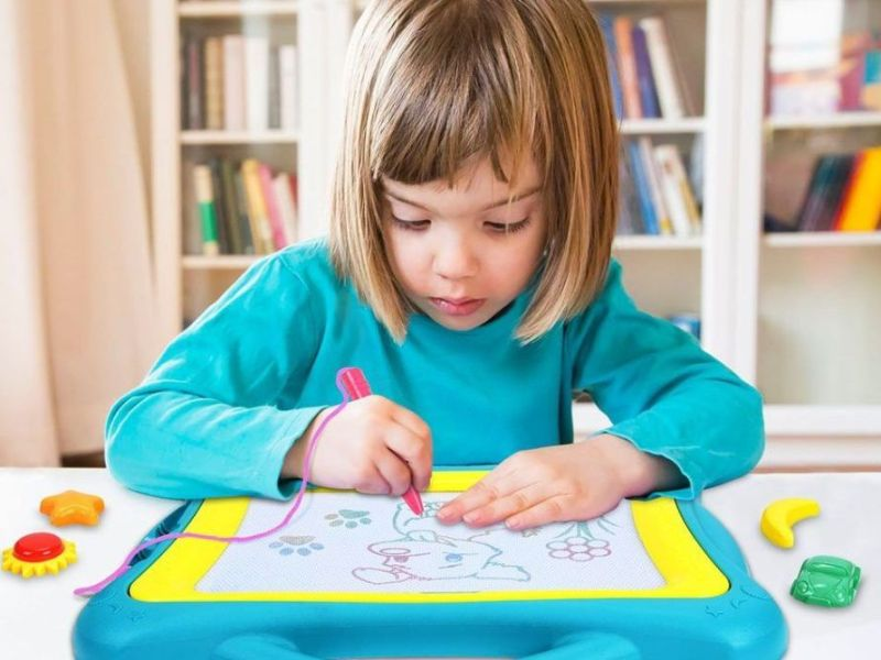 9 لوحات الرسم المغناطيسي لتحفيز الإبداع طفلك