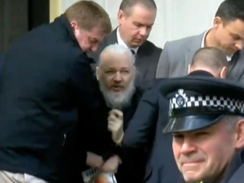 تم القبض على مؤسس ويكيليكس ، جوليان أسانج ، في سفارة الإكوادور في لندن