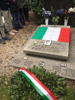 La tomba di Stefano Recchioni al Verano