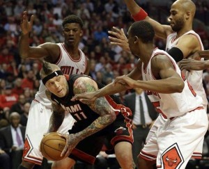 Miami Heat forward Chris Andersen (with ball) looks to pass after grabbing a rebound against Chicago Bulls defence last night.