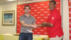 Mesgen Amanov receiving his award from Alex Tasker of Digicel.