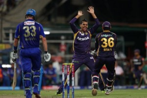 Sunil Narine (centre) is congratulated after dismissing the dangerous Shane Watson (right).