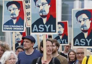 Snowden supporters