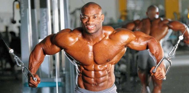 Dexter Jackson during a training session.