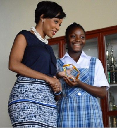 SOL group marketing and communications coordinator Gina Cummins presenting Shaddia  St John, who read 146 books, with her award.