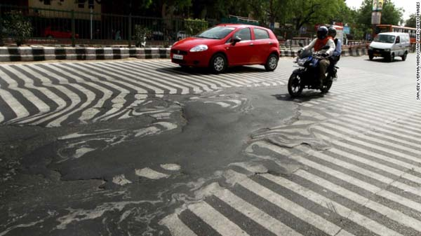 A road melts near Safdarjung Hospital in Delhi after temperatures rose to 45ºC on Sunday.
