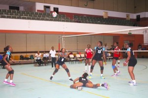 Barbados Junior Girls (in black & blue) dug deep to come from behind and upset Toners 3-2. (Pictures by Morissa Lindsay)