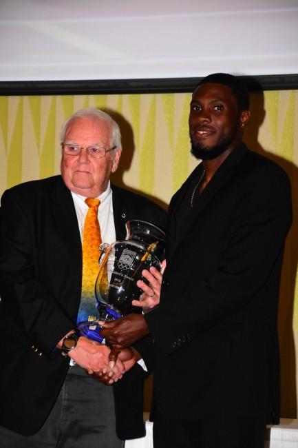 BOA president Steve Stoute (l) presents Ramon Gittens with his award.