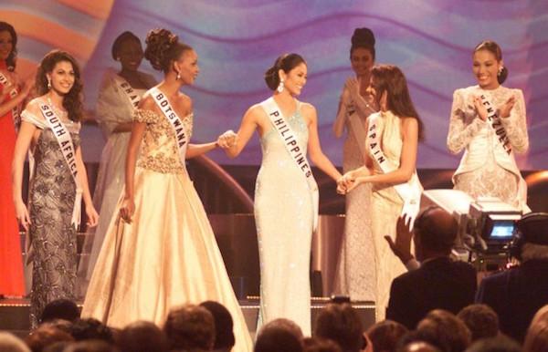 Carolina Indriago (far right) representing Venezuela at Miss Universe 1999.
