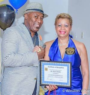 President of the Foundation School New York Alumni Beverly Callender presenting an award to a member.