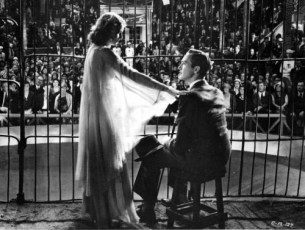 Stanwyck and Manners in the lion's cage