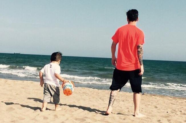 messi-y-thiago-los-beach-boys