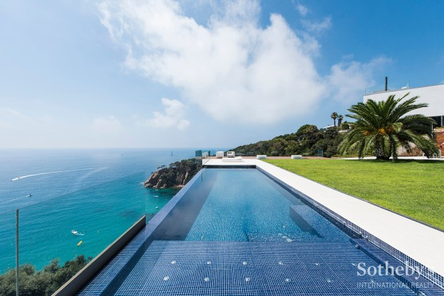House with swimming pool in Costa Brava