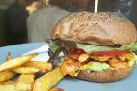 Hambuger met friet Ale&Hop