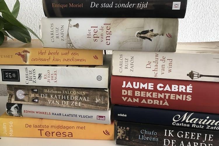 Een stapel romantische boeken