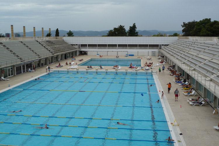 Naar het zwembad in barcelona barcelonatips