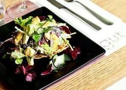 bestek, servetten, salade