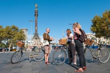 gids tijdens fietstour in barcelona