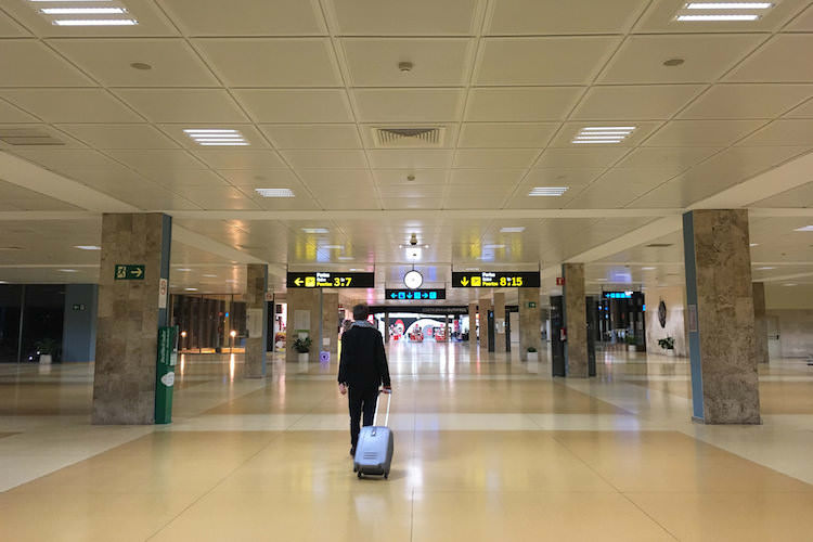 Girona vliegveld hal