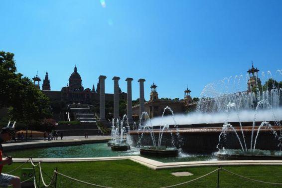 Fontein en de 4 pilaren bij Plaça d'Espanya