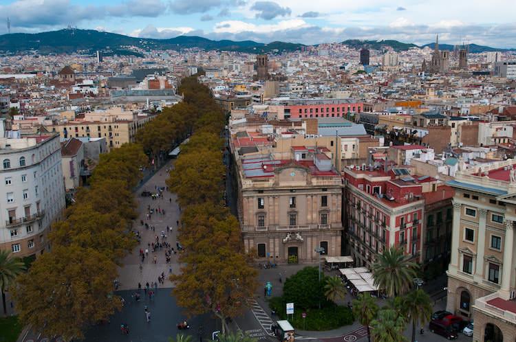 Uitzicht vanaf het Columbus monument op de Ramblas van Barcelona