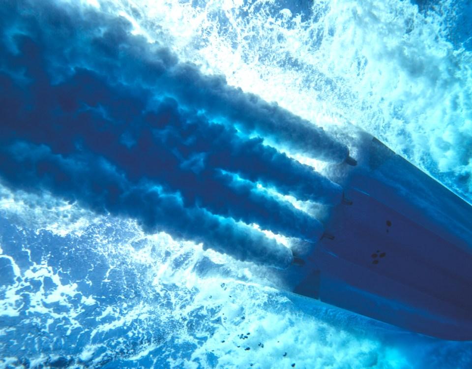 barche a motore sotto