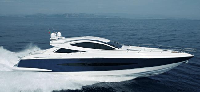 Canados 90 è l'esempio di una barca planante dalle alte prestazioni associate a livelli di qualità extra lusso.