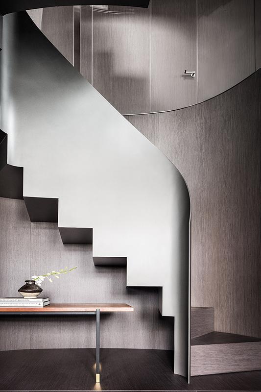 Sanlorenzo SX  stairs