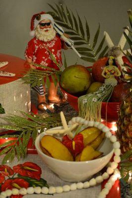 Kalikimaka Santa with fruit_small