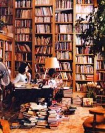 Nigella with her books_small